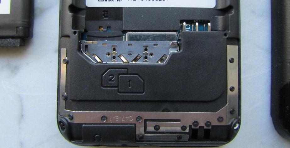 Das Access 28F v2 bietet Steckplätze für zwei Simkarten sowie eine micro SD Speicherkarte